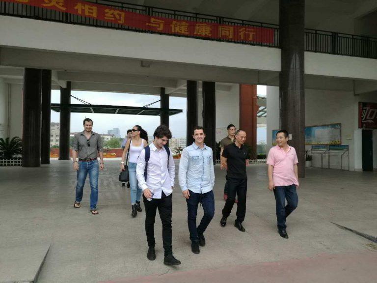 Escuela n.5 de secundaria de Yongkang Director de la escuela, Oficial superior de la consejería de educación, representantes del S.D. Eibar y consultores de SedeenChina