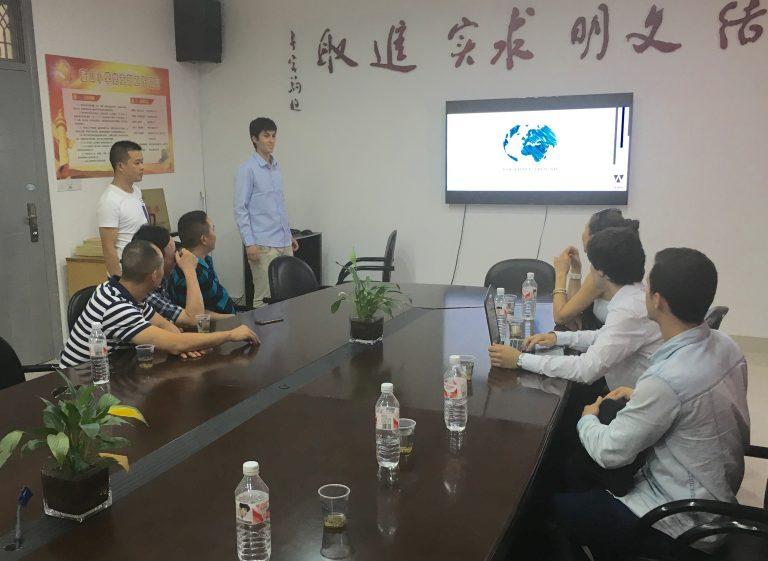 Escuela primaria Hushan, Wuyi. Director de la escuela, responsable de deportes, representantes de S.D. Eibar y consultores de SedeenChina.